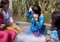 www.desichoti.tk presents Village ladies together with girls hot rinse in straightforward