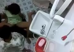 गर्लफ्रेंड को  बाथरूम में चोदा
